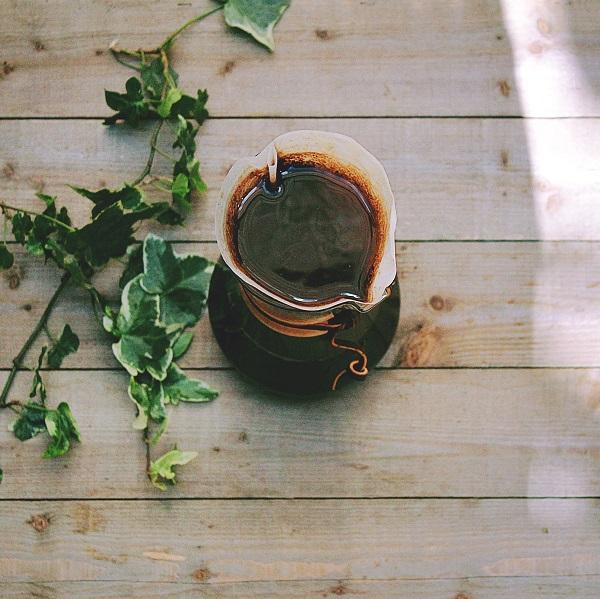 去除40%果膠的黃蜜處理法,接受陽光乾燥日曬,持續8天左右,使水份含量達到穩定值